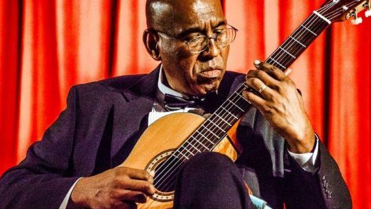 Hector Mendoza, guitar, It's Friday, Toledo Museum of Art, TMA, music, Toledo, Ohio, Latin jazz, jazz