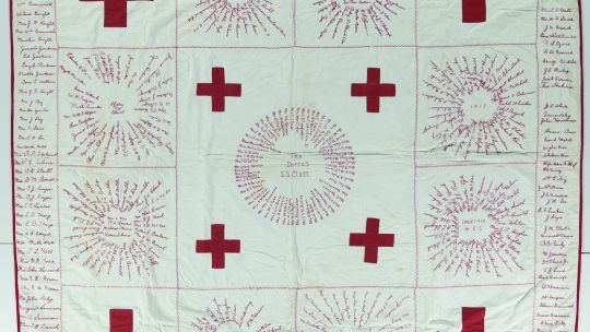 Red Cross, the Dorcas S.S. Class, 1917, 82.5 x 76 inches. International Quilt Museum, University of Nebraska-Lincoln 2011.013.0001.